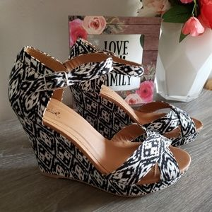 Shoes - Qupid Aztec Balck & White Wedges